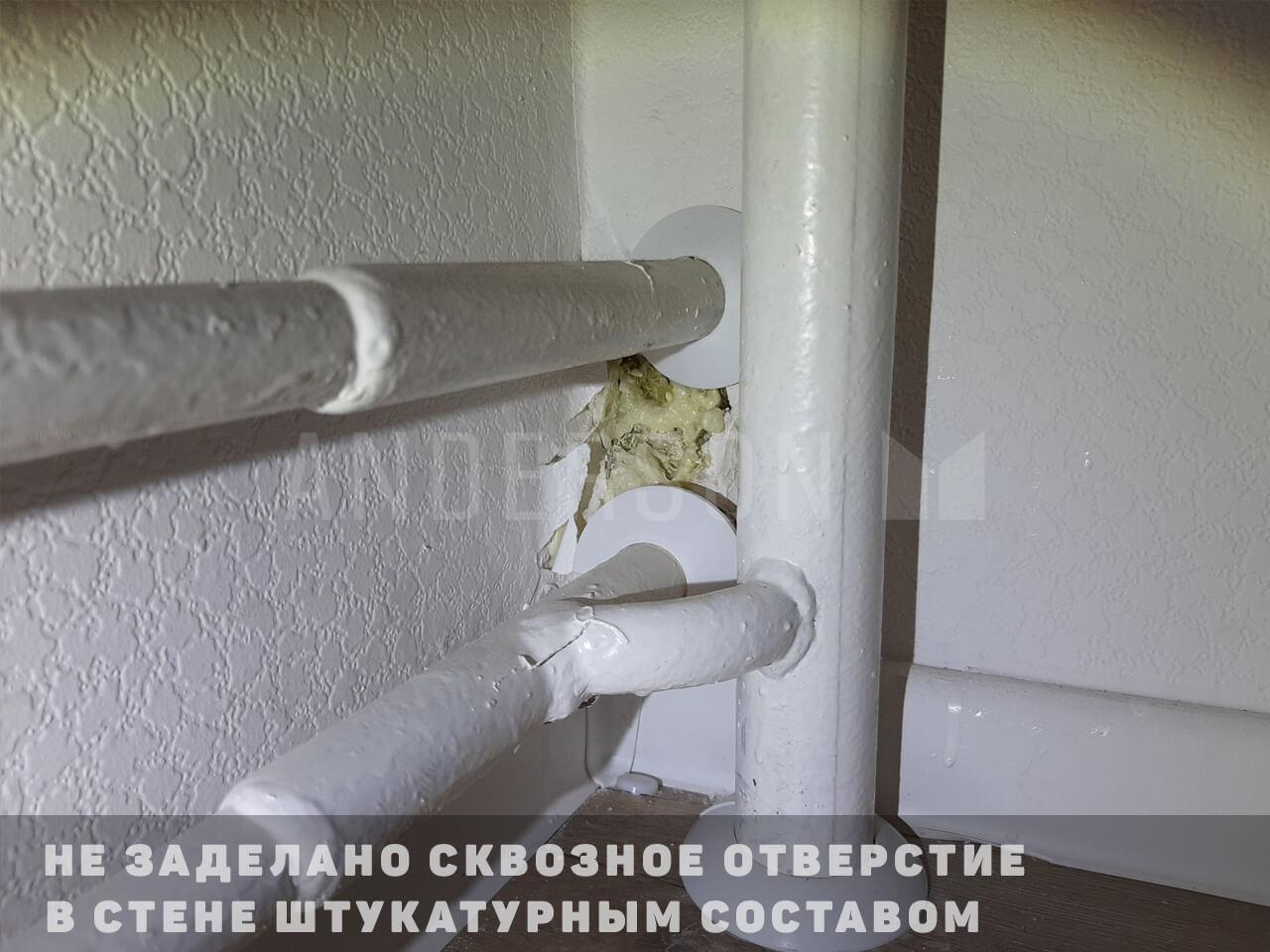 дыра в стене запенена